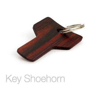 ... かたちをした木製携帯用靴べら